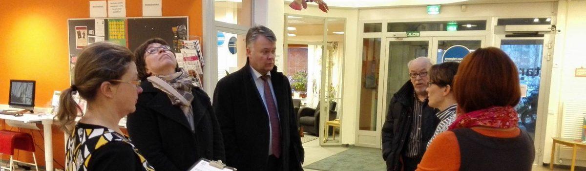 """Maakuntajohtaja Mattila Matarassa tutustumassa """"onnellisuustoimialaan"""""""